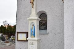 Krzyż kamienny z postacią Chrystusa, na wieloczęściowym postumencie z niszą na której stoi figura Marki Boskiej Bolesnej  (1878)